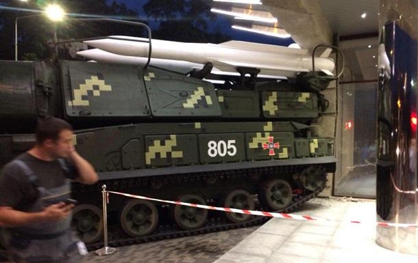 У Києві установка Бук врізалася в будинок
