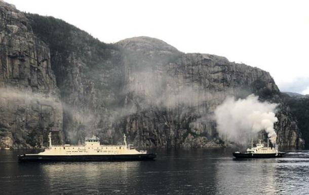 В Норвегии загорелся паром: эвакуировали более 50 человек
