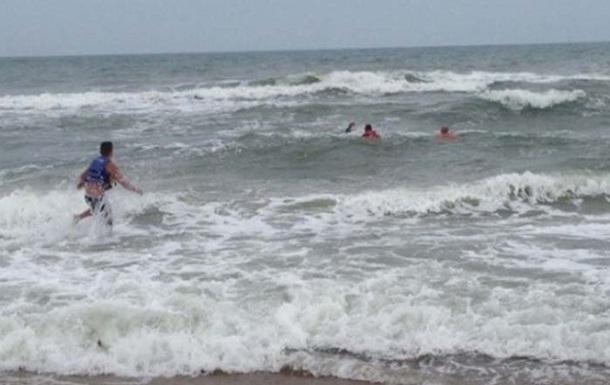 На Арабатській стрілці через шторм потонули п ятеро людей