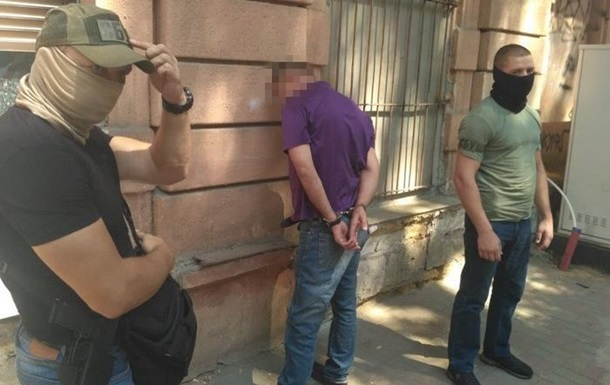 В Одессе мужчина продавал взрывчатку через интернет