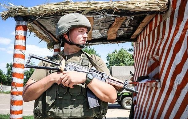 За добу на Донбасі поранені двоє військових