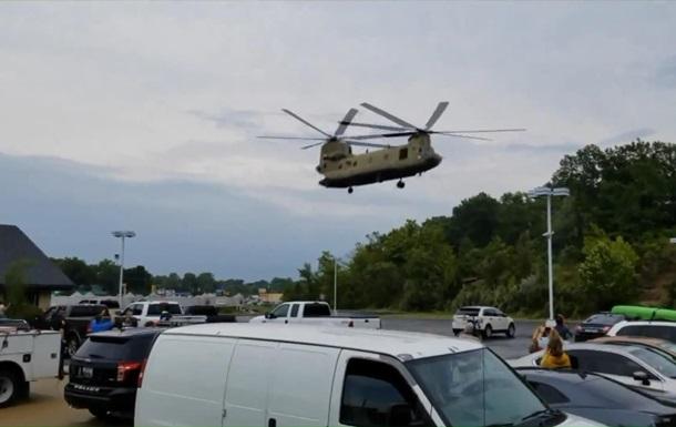 У США військовий вертоліт екстрено приземлився на парковці бару