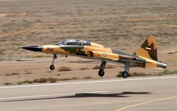 Іран представив новітній винищувач власного виробництва