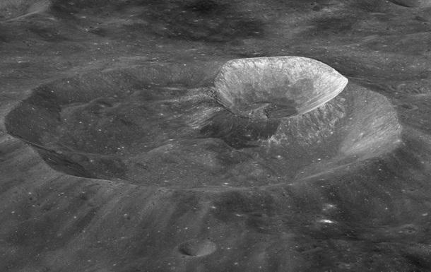 Водяний лід. Що вчені знайшли на поверхні Місяця