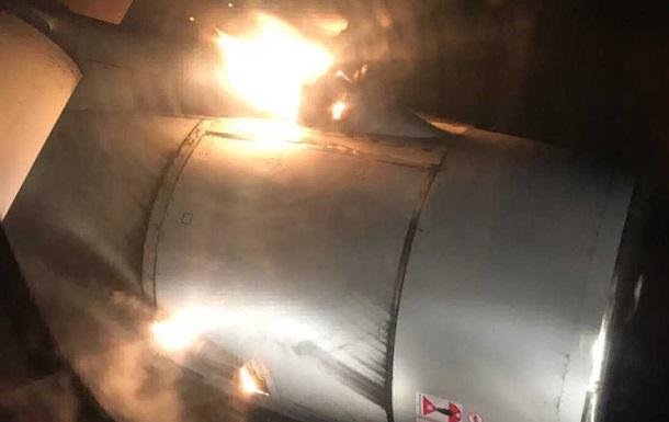 Самолет с 202 пассажирами загорелся в воздухе