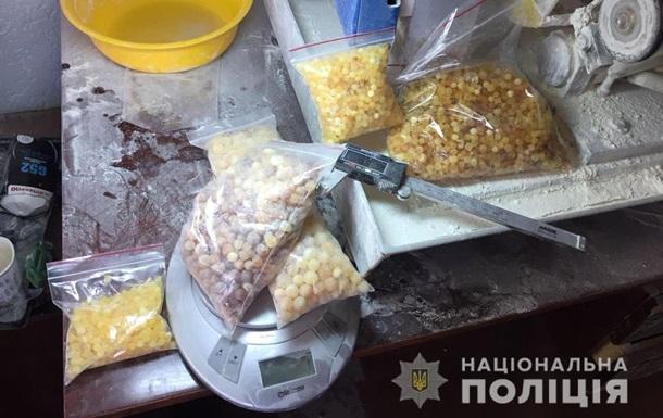 В Житомире обнаружили подпольный цех по обработке янтаря