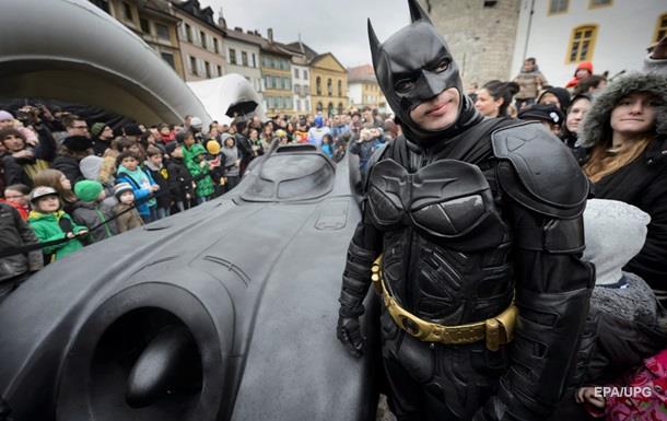 В Канаде копы остановили Бэтмена на бэтмобиле
