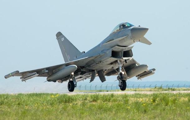 Британия подняла истребители из-за российских Су-30 над Черным морем