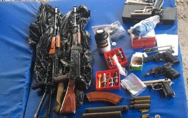 У Києві затримали підпільного зброяра