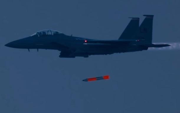 У США показали скидання ядерної бомби з винищувача