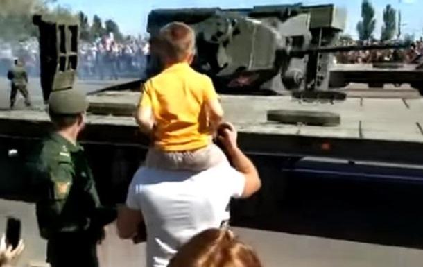 У Росії після параду перекинувся танк