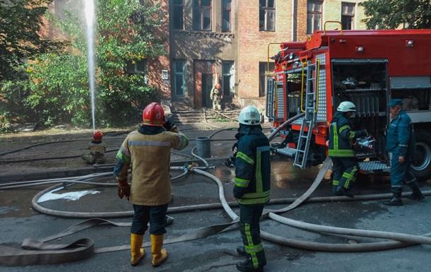 У Києві спалахнув будинок колишньої друкарні