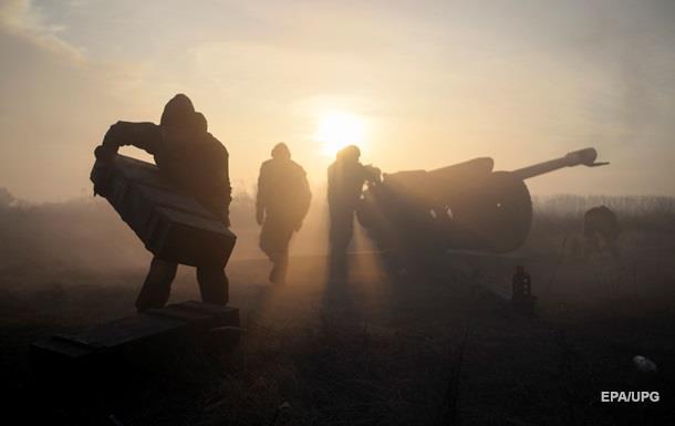 Доба на Донбасі: 33 обстріли, без втрат