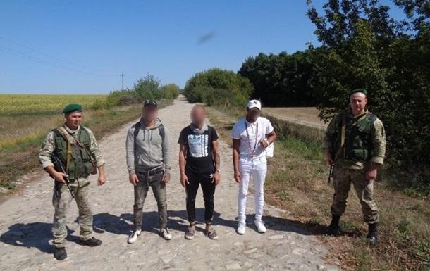 Троє кубинців вплав переправилися в Україну з Росії