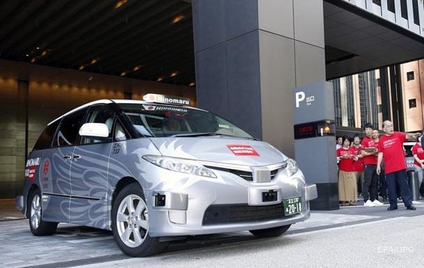 У Токіо почалися тестові поїздки пасажирів на безпілотному таксі