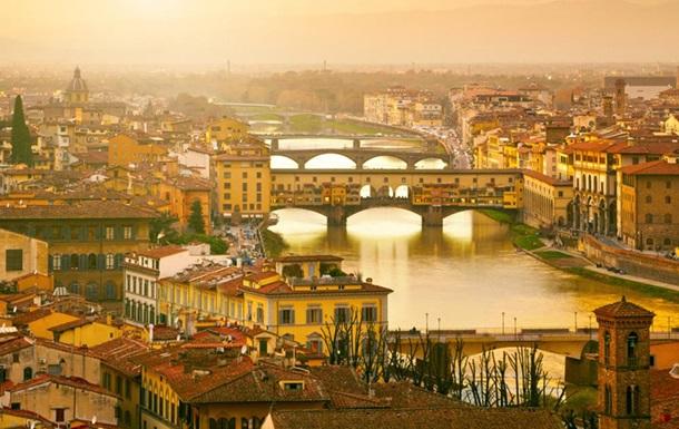 У Флоренції затримали туристів за намальоване серце на мосту XIV століття