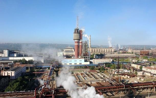 В Луганской области третьи сутки тушат пожар на Азоте