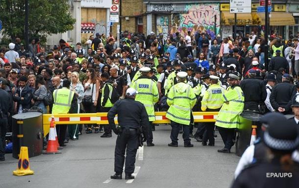 Встолице Англии накарнавале задержали неменее 370 человек