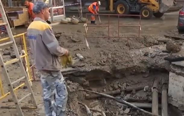 В центре Киева прорвало теплосеть