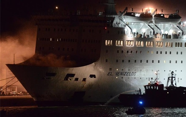 У Греції через пожежу з лайнера евакуювали тисячу осіб