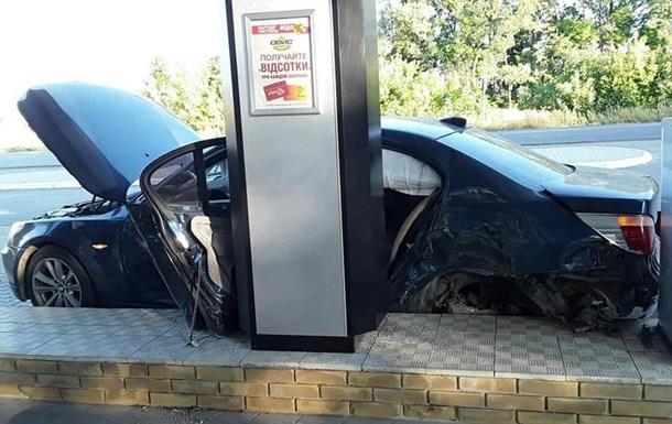 У Харкові водій під час поліцейської погоні врізався в АЗС