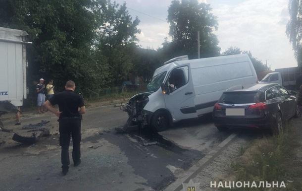 В Ровненской области столкнулись четыре авто