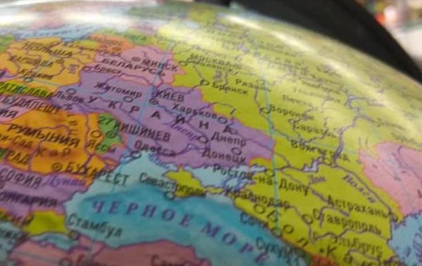 У Білорусі продають глобуси з Кримом у складі РФ
