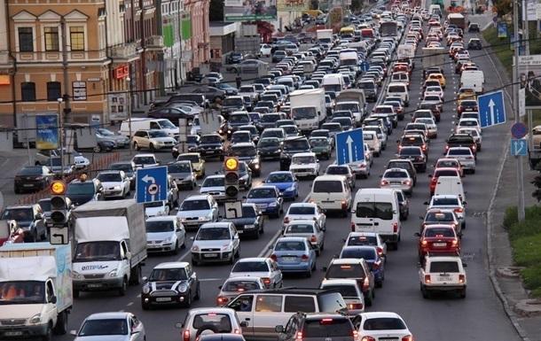 Центр Києва стоїть у пробках