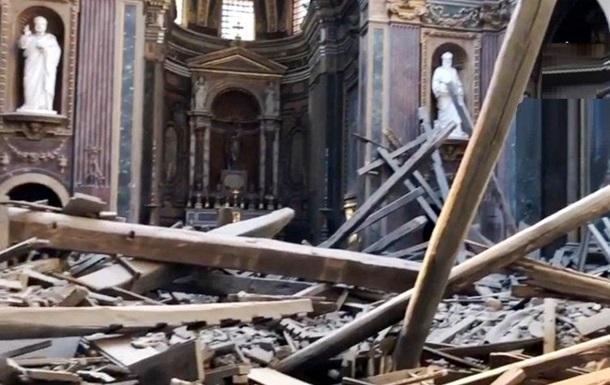 У центрі Рима у церкві обвалився дах