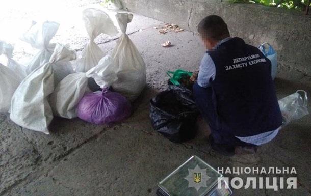 У Рівненській області поліція вилучила 200 кг бурштину
