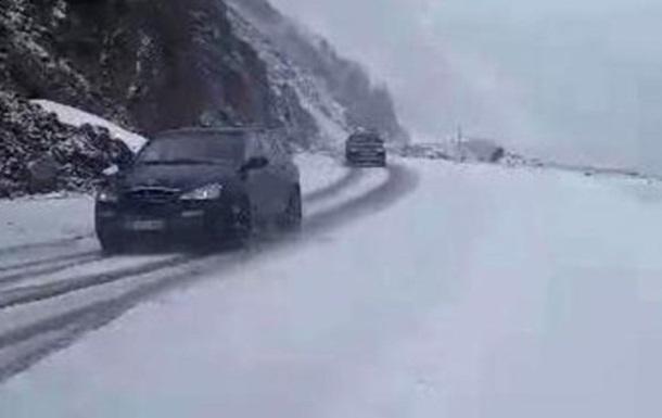 У Туреччині в розпал туристичного сезону випав сніг