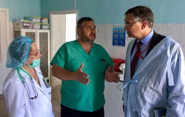 Посол Канади відвідав в лікарні Гандзюк