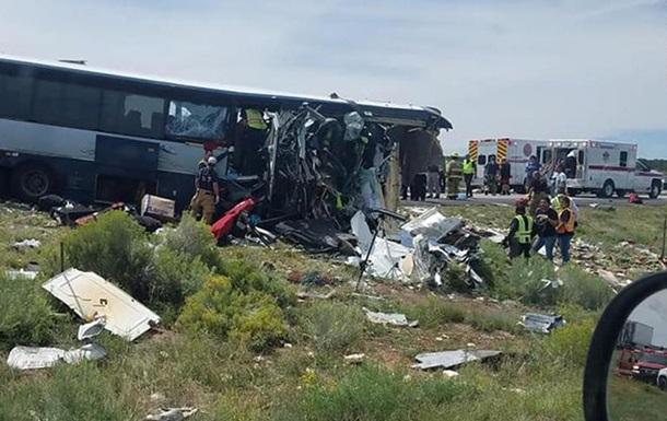 Появилось видео последствий жуткой аварии автобуса и фуры в США