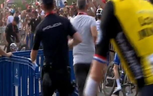 В Іспанії вертоліт  здув  велогонщиків