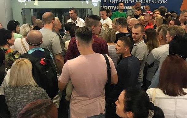 В аеропорту Бориспіль застрягли 300 пасажирів
