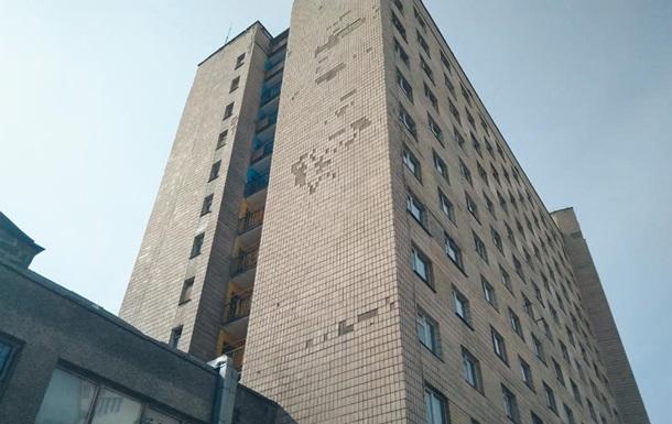 В Киеве из окна общежития выпал студент