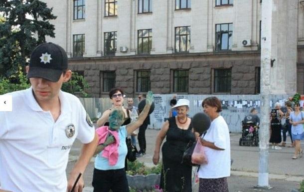 В Одессе облили зеленкой активистов, поминавших Захарченко и Кобзона