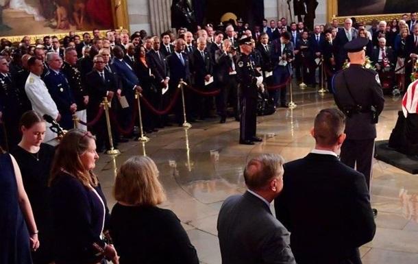 Новости из США: похороны Маккейна и приговор Манафорту
