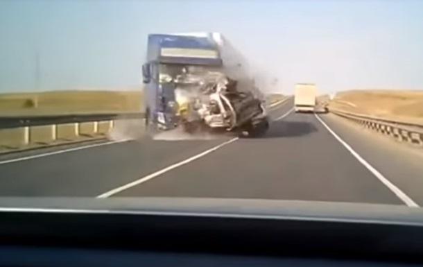 Момент ДТП з п ятьма загиблими потрапив на відео