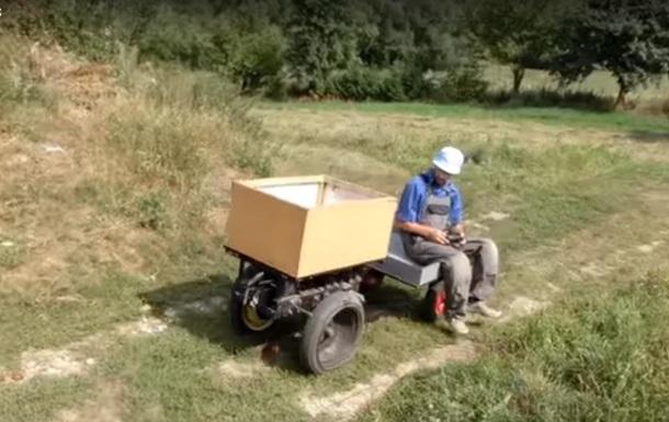 На Тернопільщині фермер зібрав радіокеровану електротачку