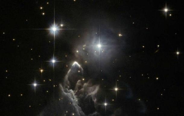 Hubble зняв дивну туманність в сузір ї Тельця