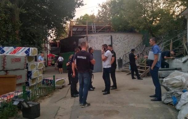 У Києві на Печерському ринку  тітушки  обстріляли охоронців