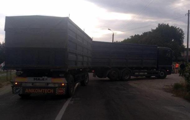 У Запорізькій області вантажівка врізалася в мотоцикл з дітьми