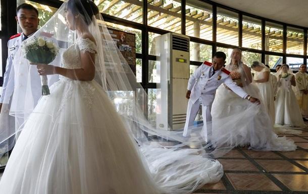 На Філіппінах дівчина вийшла заміж за труп