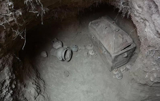 На Криті розкрили подвійну гробницю
