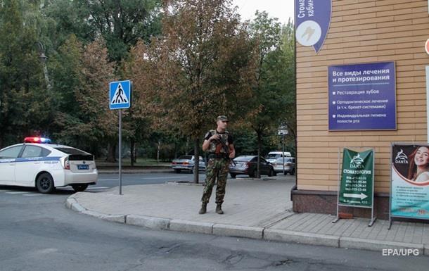 У  ДНР  розшукують двох підозрюваних в організації вибуху Захарченка