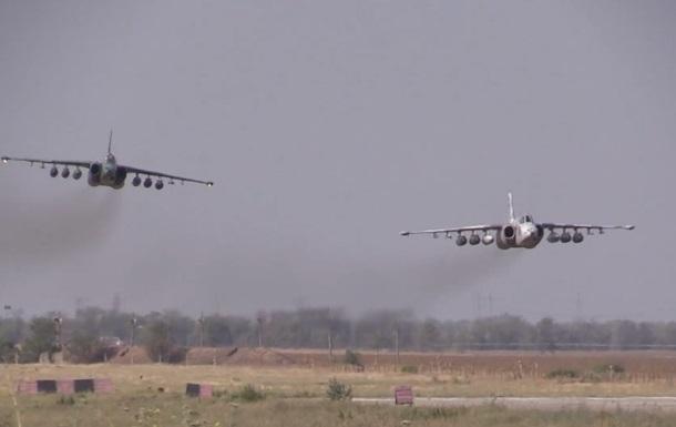 Учения авиации в Приазовье попали на видео