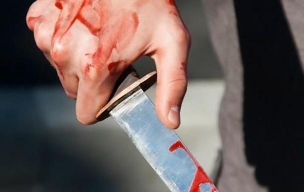 У центрі Києва ножем поранили людину