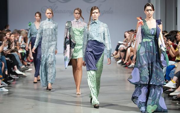 Боді та прозорі сукні: шостий день Тижня моди