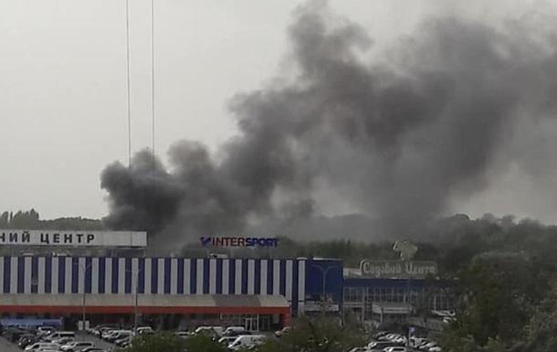 Киевлян испугал дым над гипермаркетом